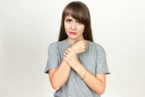 women withc arm pain problems